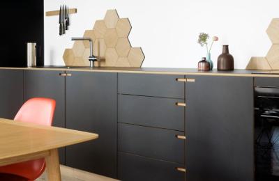 Kitchen splashback tiles ideas - hexagonal wall tile clusters
